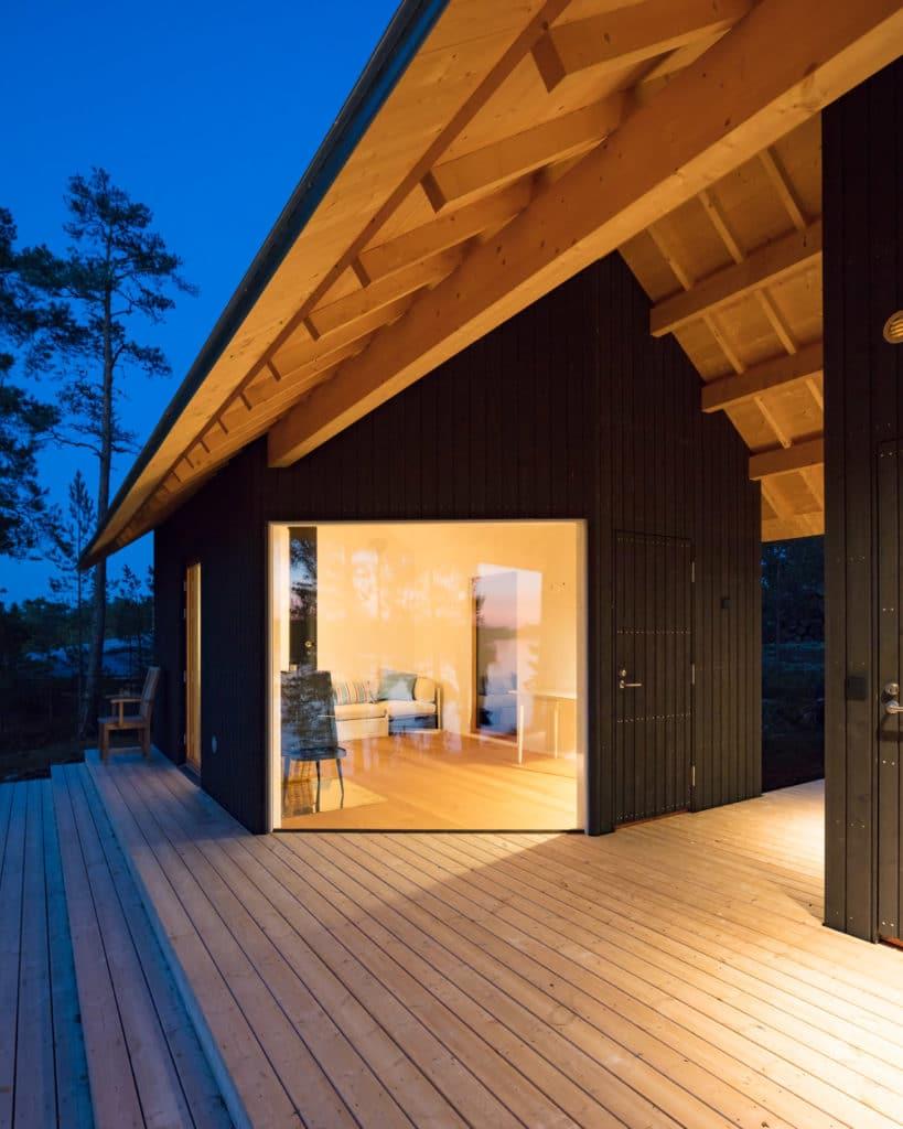 Sauna ja vierasmaja ulkonäkymä