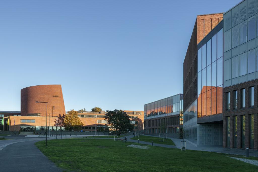 Väre, Aalto-yliopiston taiteiden ja suunnittelun korkeakoulu, A bloc -kauppakeskus ulkonäkymä