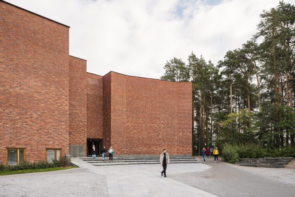 Jyväskylän yliopiston päärakennus ulkonäkymä