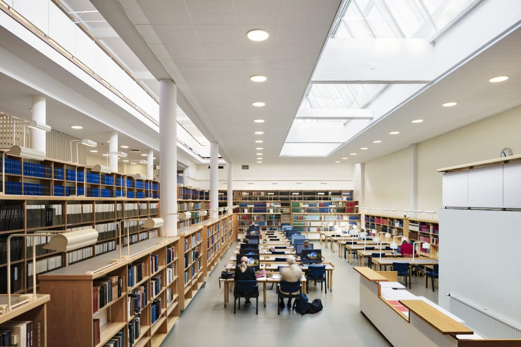 Jyväskylän yliopiston päärakennus sisänäkymä