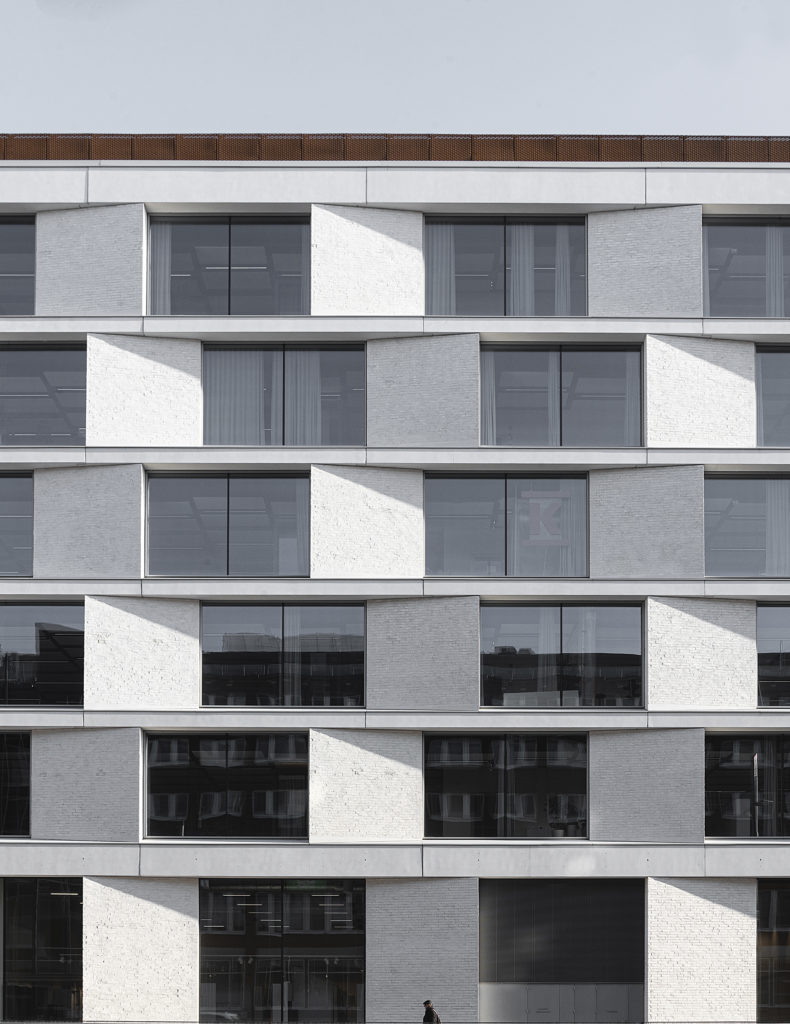 Lähikuva julkisivusta / Close-up view of the facade